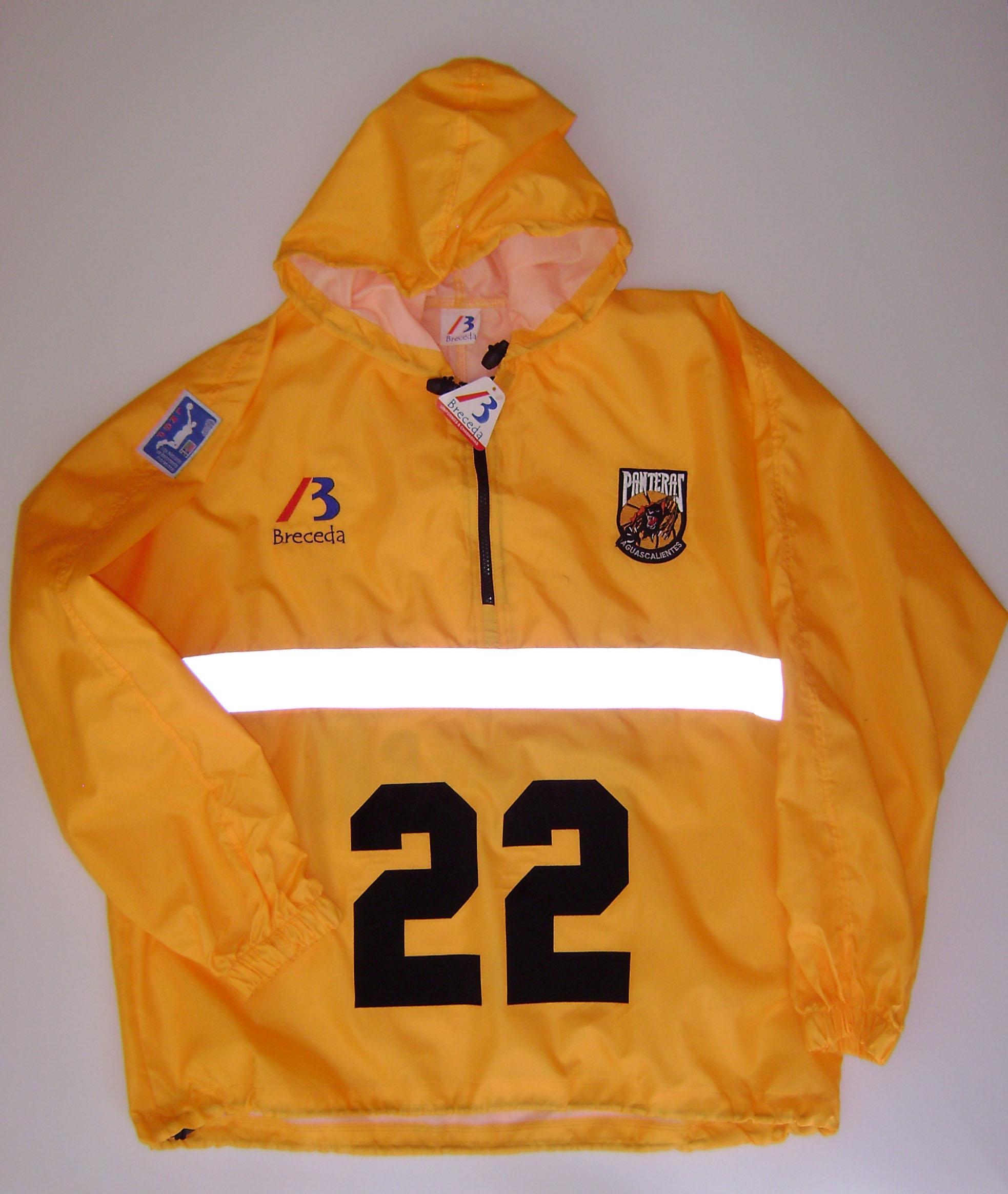 uniformeChamarraRompevientosCapucha1